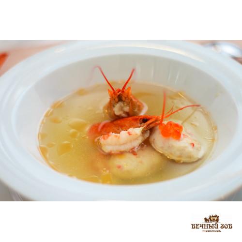 Царский раковый суп с тефтелями из филе судака, раковых шеек, с клёцками, красной икрой и чесночными гренками