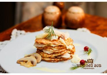Блинная закуска с нежным филе нельмы в сливочном соусе с шампиньонами