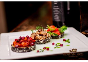 Трио «Баклажановый восторг» -обжаренные ломтики баклажан в соусе «Провансаль»